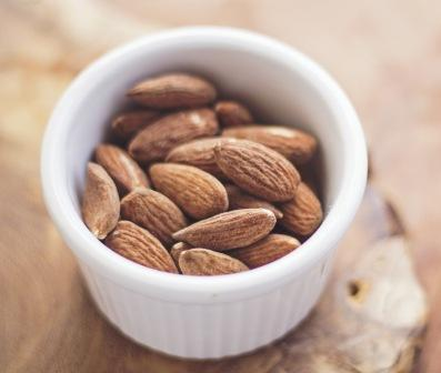 Glycemic Index of almonds is only 15, therefore they help to lose weight