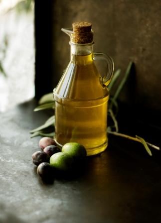 Olive oil benefits have proven for optimal health for thousands of years. Nowadays, its benefits have been scientifically acknowledged, investigated, and promoted for preventing cancer, inflammation, diabetes, and optimal health, including weight management.