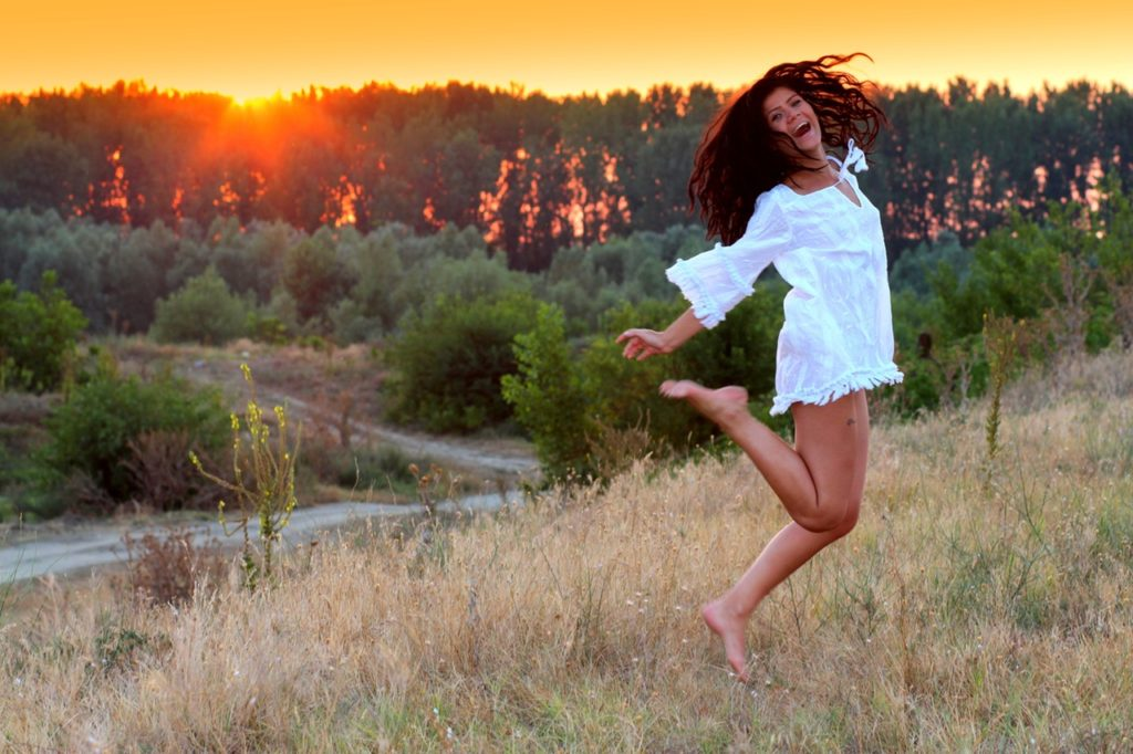 girl-sunset-in-the-evening-beauty-160600